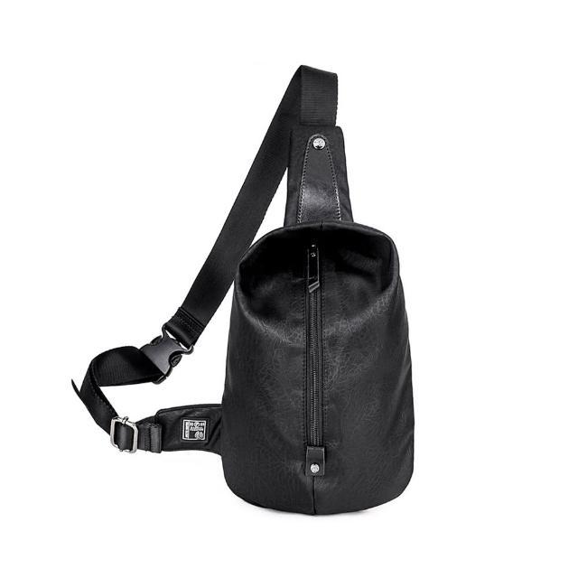 【ARCTIC HUNTER】時尚輕巧牛津壓紋單肩胸背包/斜背包(黑色)