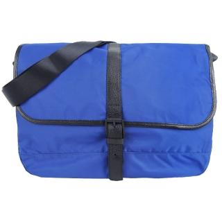 【agnes b.】皮帶釦式皮革滾邊斜背包(大/藍)