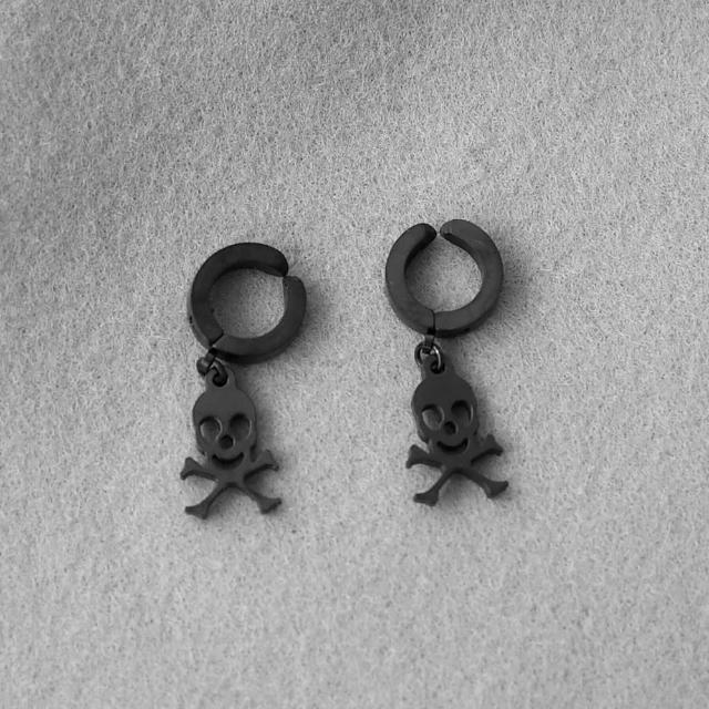 【玖飾時尚】個性黑骷髏造型夾式耳環(夾式)