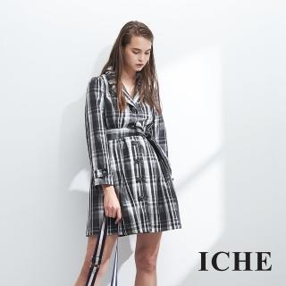 【ICHE 衣哲】英式黑白格紋印花立體鑲釦長版風衣外套-黑