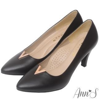 【Ann'S】職人端莊-頂級小羊皮金屬V口尖頭高跟鞋(黑)