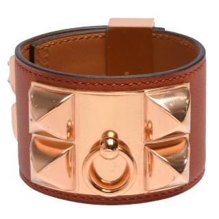 【Hermes 愛馬仕】collier de chien金屬鉚釘Swift小牛皮寬版手環(S-古銅色X玫瑰金H066850CD-COPPER-ROSE)