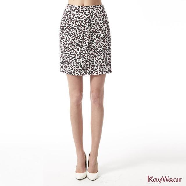 【KeyWear 奇威名品】光澤豹紋特殊版型立體剪裁短裙(共2色)