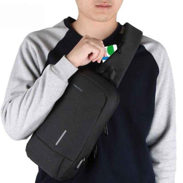 【leaper】KINGSONS USB充電防潑水防盜10.1吋單肩斜背包胸包 黑色(單肩背包)