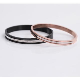 【玖飾時尚】英文刻字鏤空鋼製手環(手環)