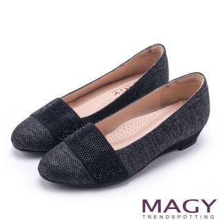【MAGY】復古上城女孩 質感布料鬆緊帶楔型低跟鞋(深灰)