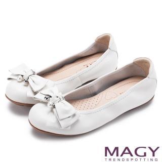 【MAGY】甜美風貌 珍珠蝴蝶結鬆緊帶牛皮娃娃鞋(白色)