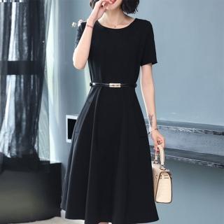 【FQ時尚天后】黑色圓領簡約素面剪裁短袖皮帶洋裝(中大尺碼/S-3XL)