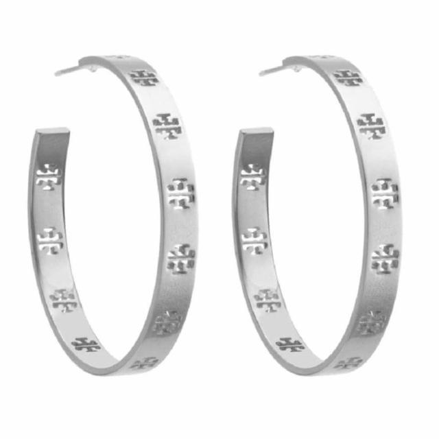【TORY BURCH】簡約氣質銀色裸空TB logo耳針式耳環(31145554-040)
