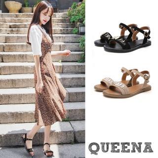 【QUEENA】一字翻絨金屬片裝飾時尚平底涼鞋(2色任選)