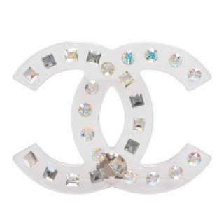 【CHANEL 香奈兒】經典雙C LOGO方圓水鑽鑲嵌樹脂造型胸針(58924-ARG)