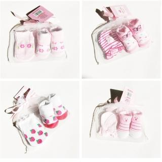 【Baby 童衣】任選 新生兒 彌月禮 防抓手套+襪子 2件/組 88123(女寶寶不挑款)