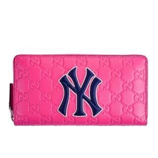 【GUCCI 古馳】NY Yankees大聯盟聯名款藍色NY字母刺繡牛皮壓紋GG拉鍊長夾(桃紅)
