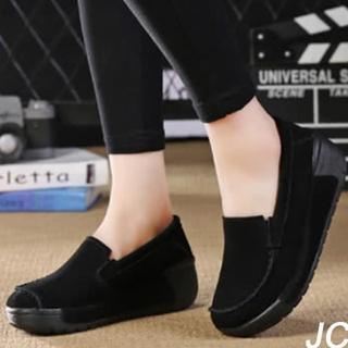 【JC Collection】牛皮磨砂透氣豬皮內裡時尚百搭舒適增高休閒懶人鞋(黑色)