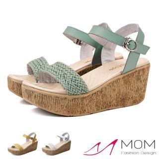 【MOM】真皮牛皮特殊按摩鞋底馬卡龍色一字編織造型厚底坡跟涼鞋(3色任選)
